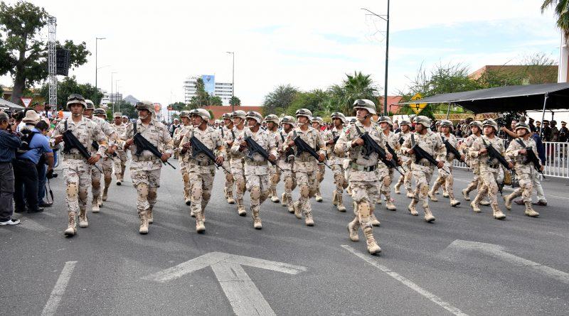 Realizan desfile para conmemorar el 109 aniversario del inicio de la Revolución Mexicana