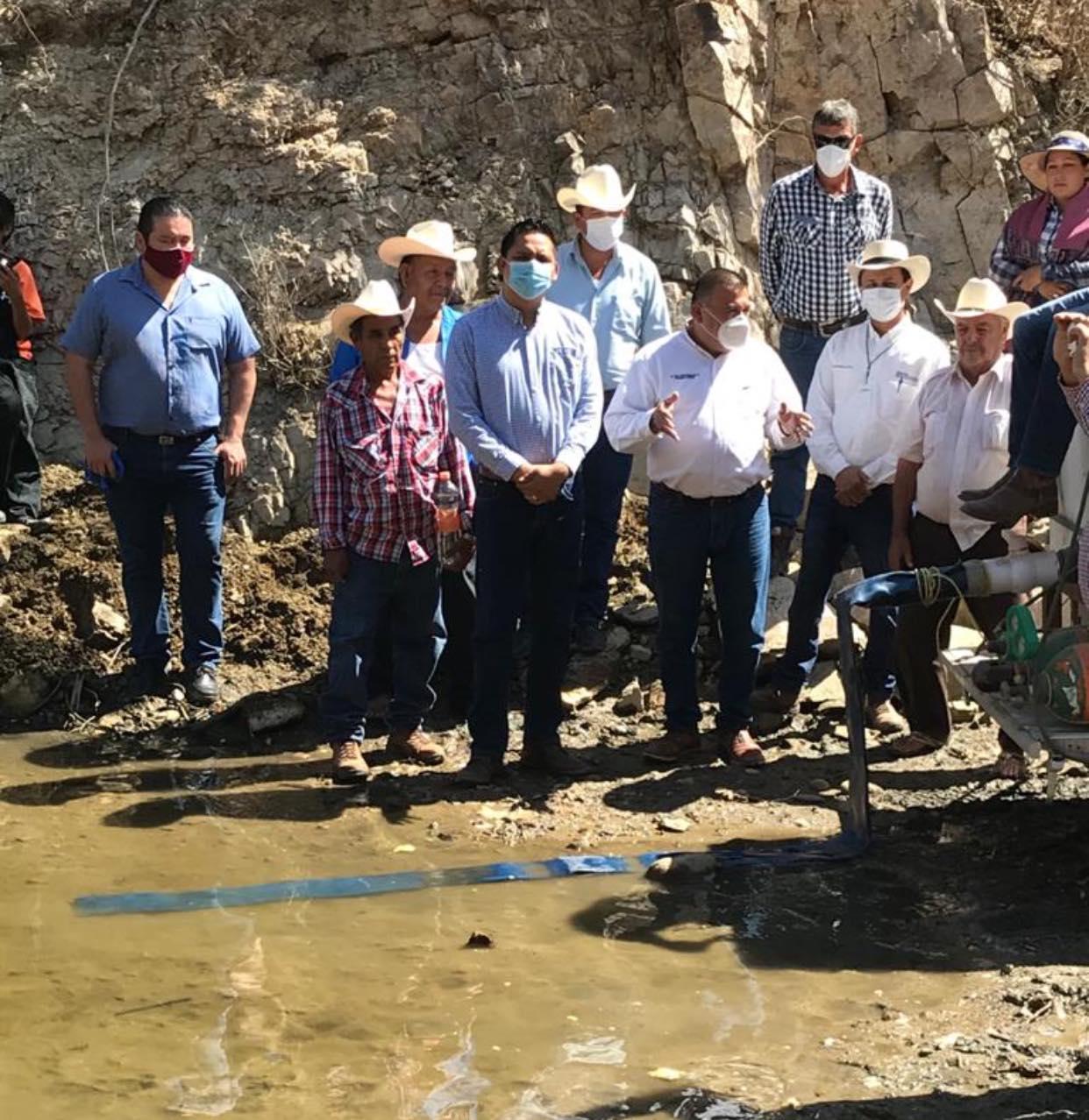 Siembran Alevines en presa Pilares y el Veranito