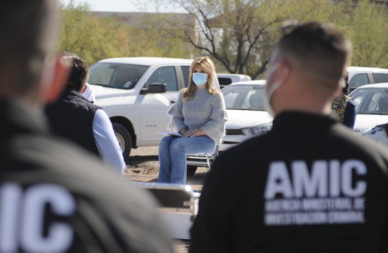 Atestigua Gobernadora entrega de vehículos y equipamiento a agentes AMIC y personal de la FGJE Sonora