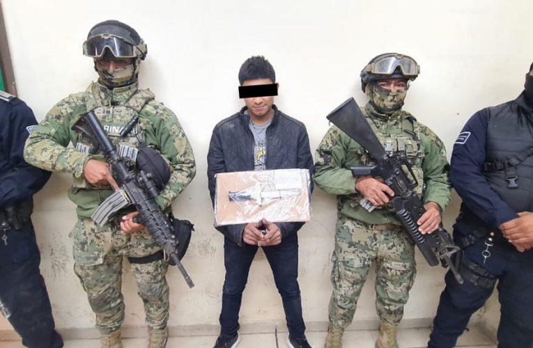 DETIENEN AGENTES A SUJETO POR PRIVACIÓN ILEGAL DE LA LIBERTAD Y  ROBO CON VIOLENCIA DE VEHÍCULO DE PROPULSIÓN MECÁNICA
