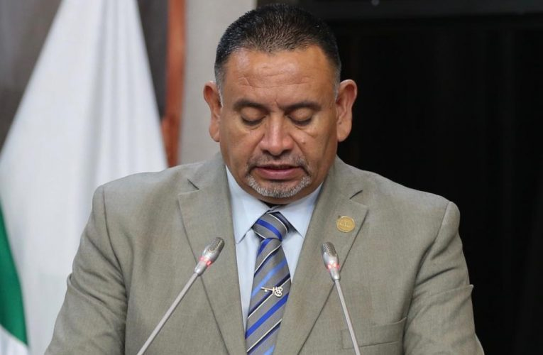 Busca Carlos Navarrete eliminar impuestos inconstitucionales